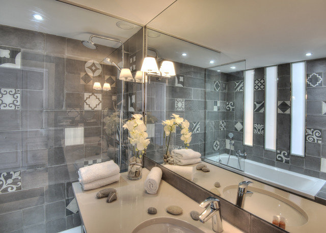 bathroom property toilet sink condominium lighting home living room mansion