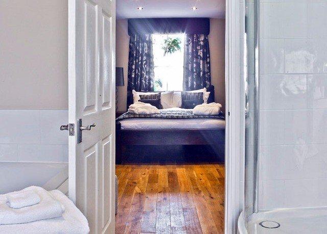 property home bathroom cottage door tub
