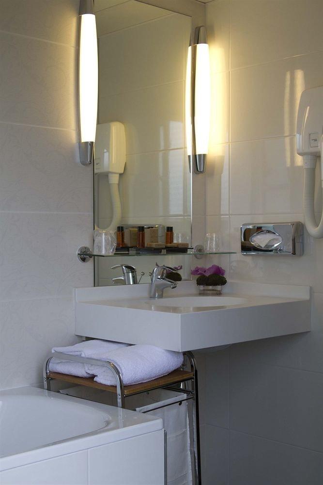 bathroom property home sink lighting cottage