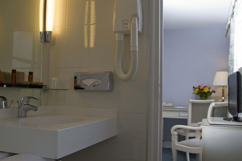 bathroom property home sink white cottage loft toilet