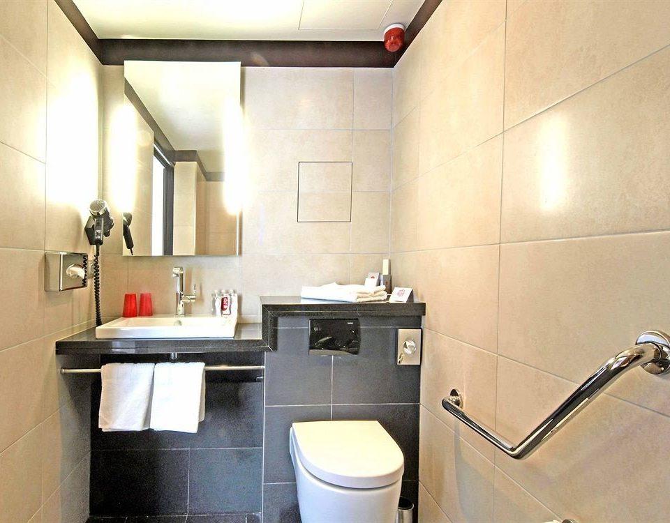 bathroom toilet property home cottage tiled