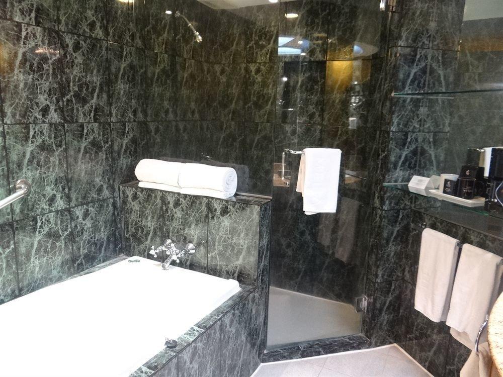 bathroom property home swimming pool cottage tiled tile