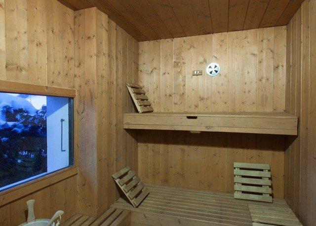 log cabin cottage bathroom