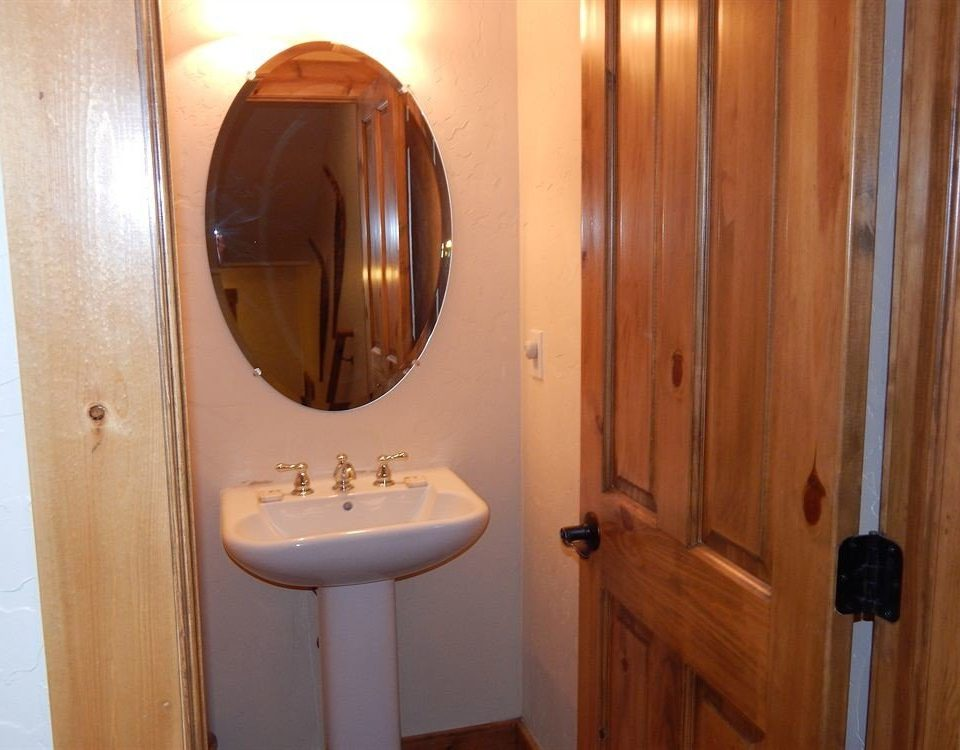 bathroom property toilet cottage plumbing fixture