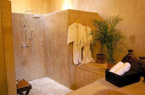property scene bathroom cottage