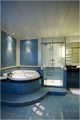 bathroom swimming pool property sink daylighting flooring tiled tile tub