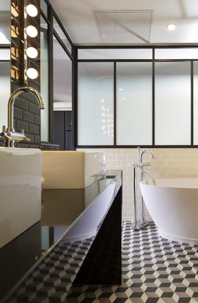 bathroom flooring tile daylighting tiled
