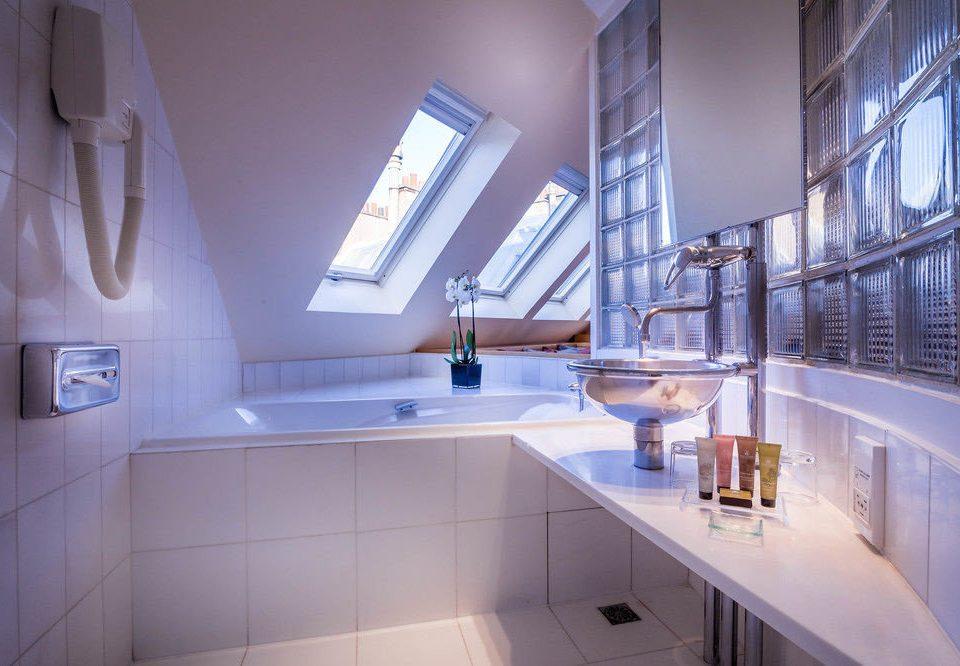 bathroom property house home toilet daylighting tile tiled