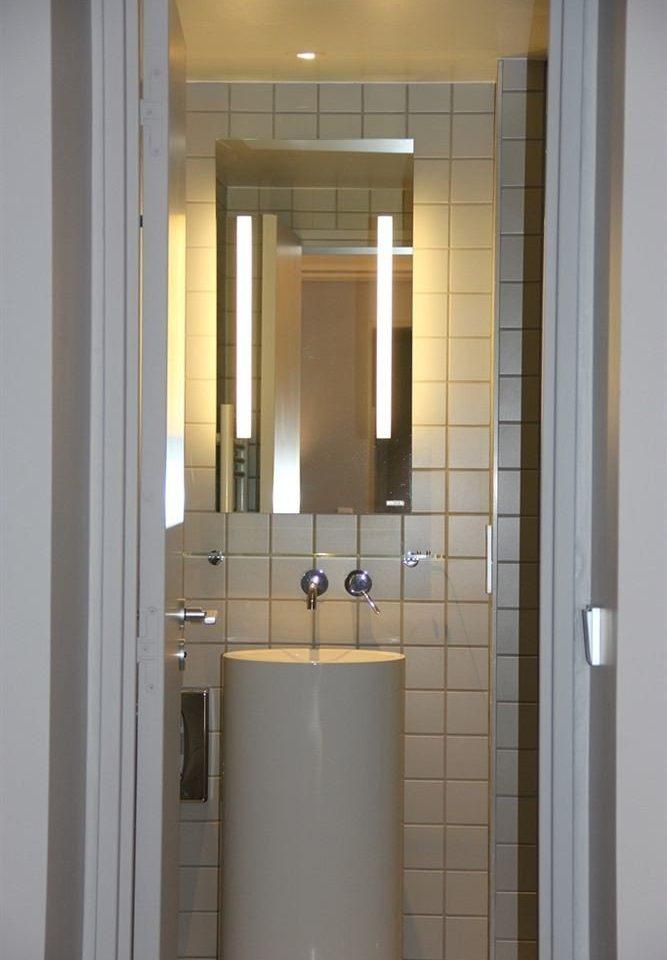 bathroom property toilet plumbing fixture sink door flooring tiled