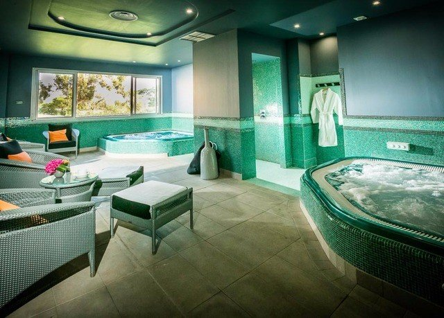 green swimming pool property jacuzzi bathroom
