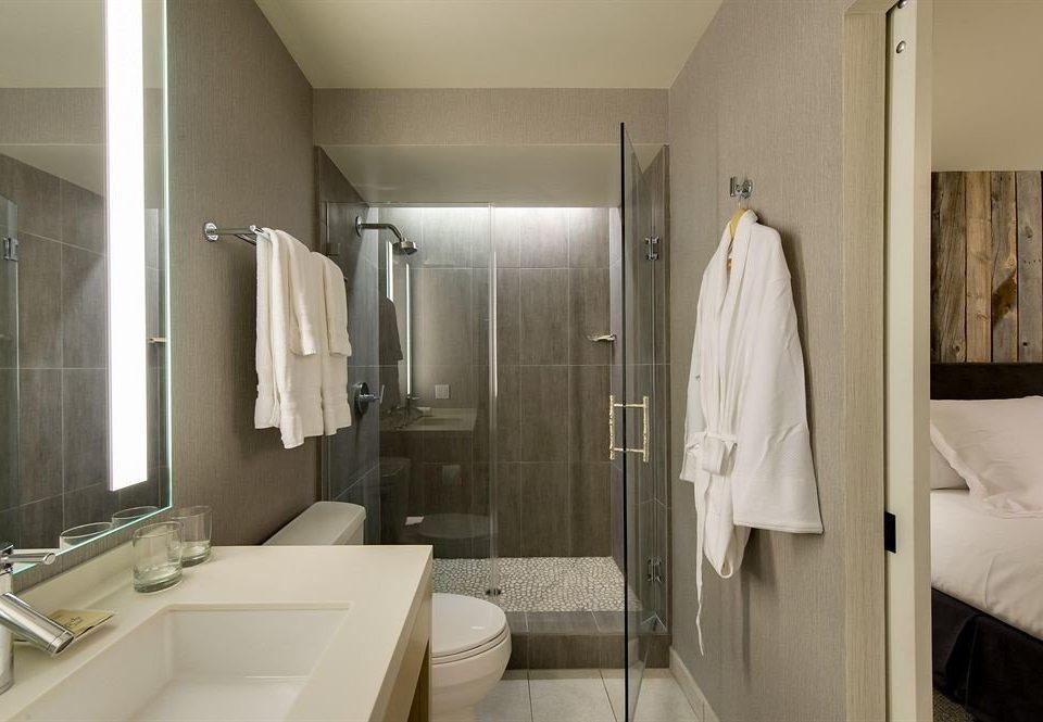 bathroom mirror sink towel toilet white home plumbing fixture rack