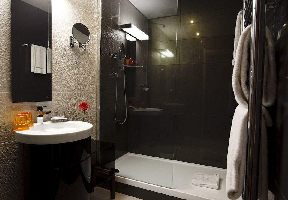 bathroom mirror sink property towel shower home plumbing fixture toilet