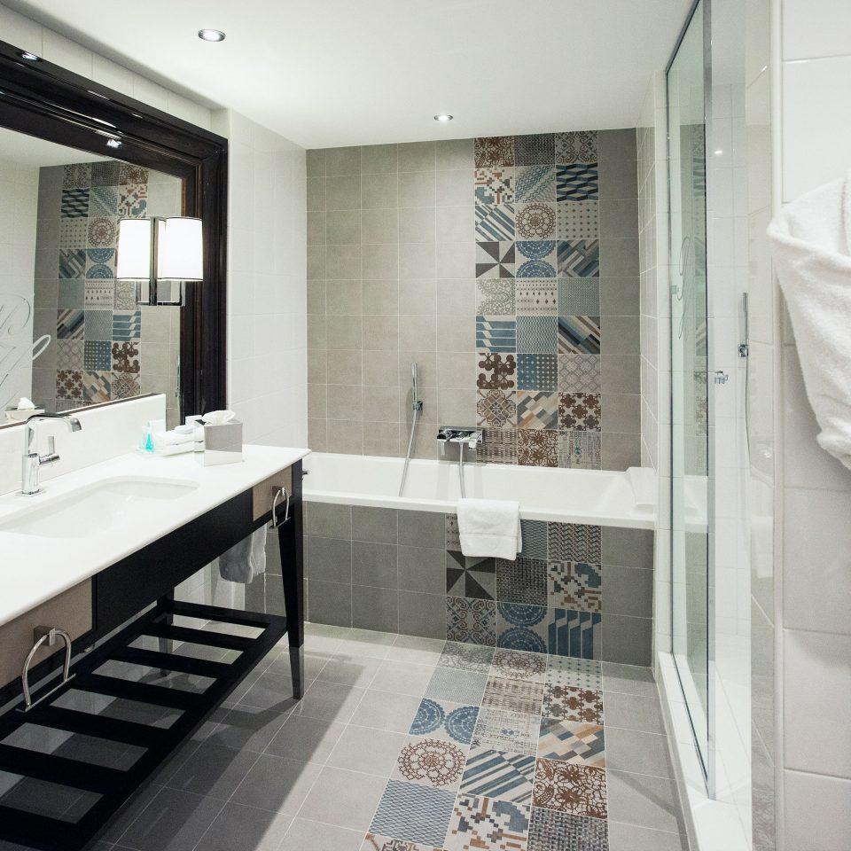 bathroom mirror sink home tile tiled