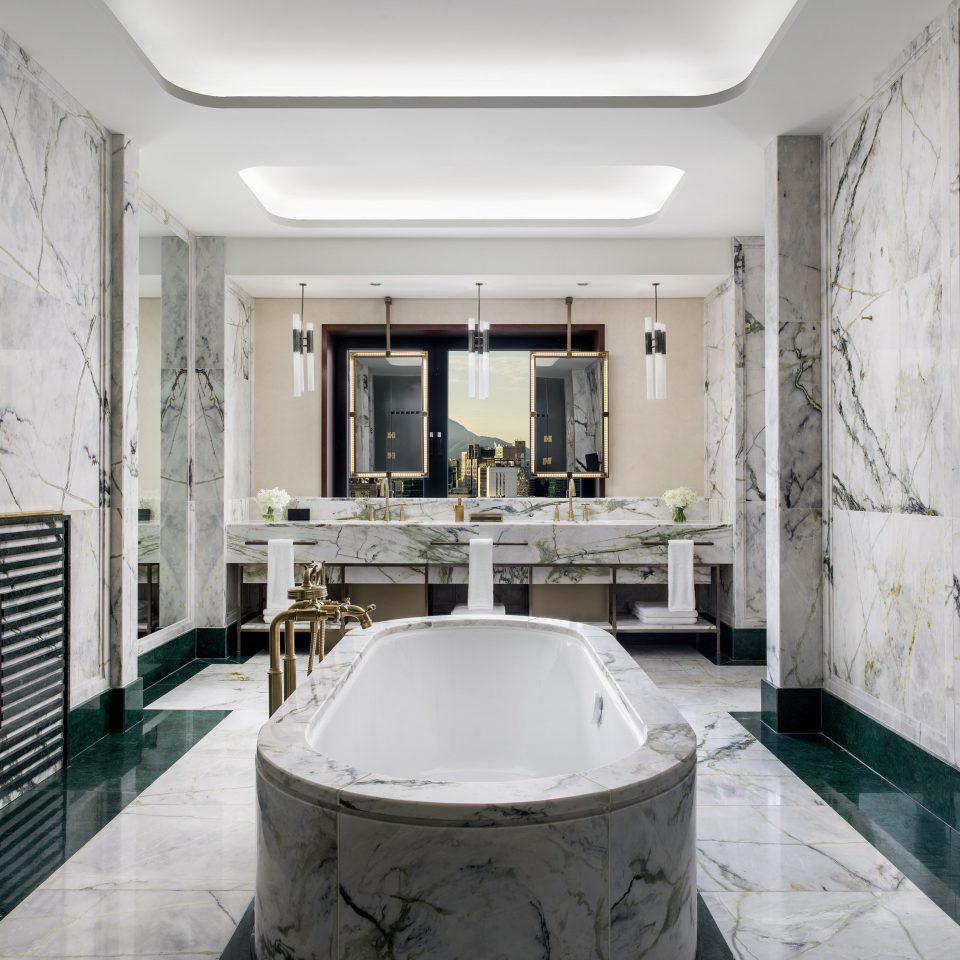 bathroom toilet interior designer tub tiled
