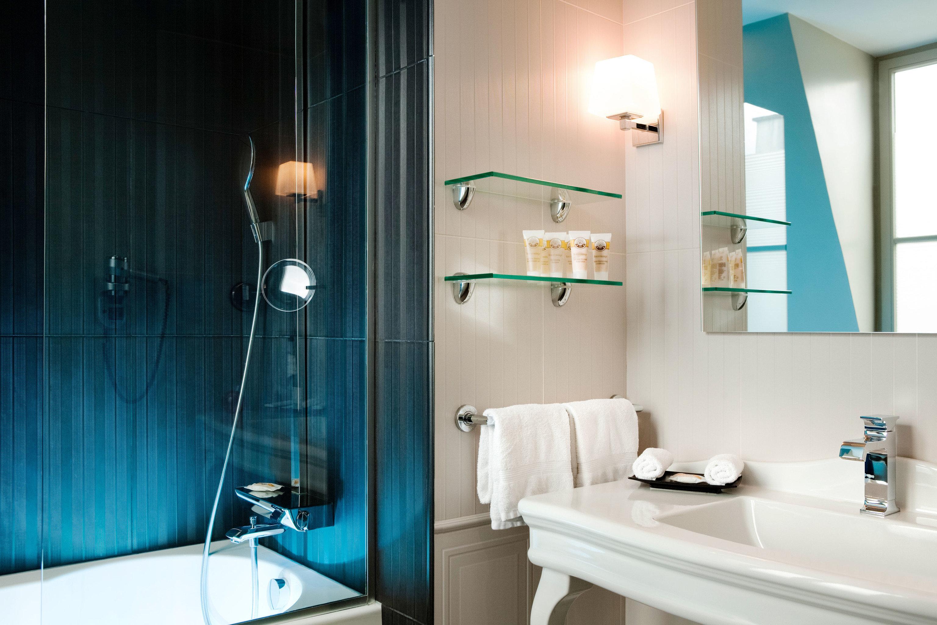 bathroom mirror sink lighting plumbing fixture light tub