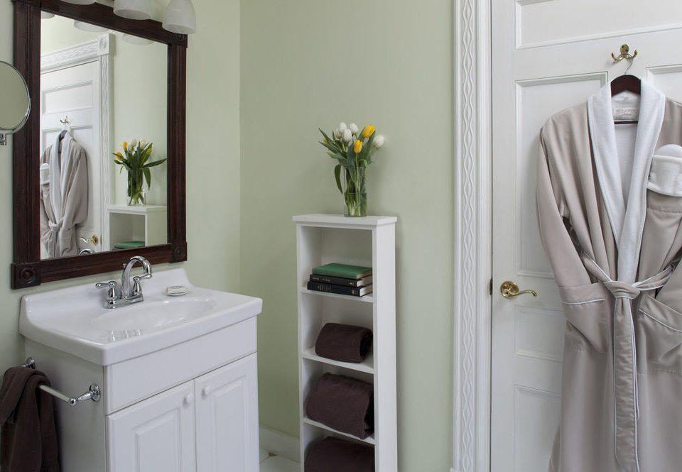 white bathroom sink toilet
