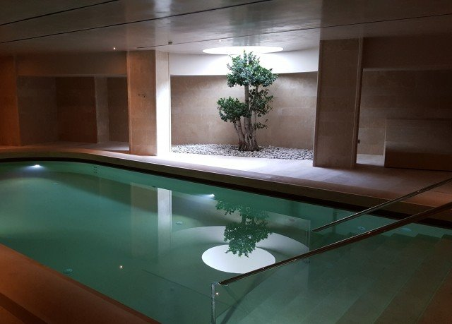 green swimming pool jacuzzi bathtub countertop