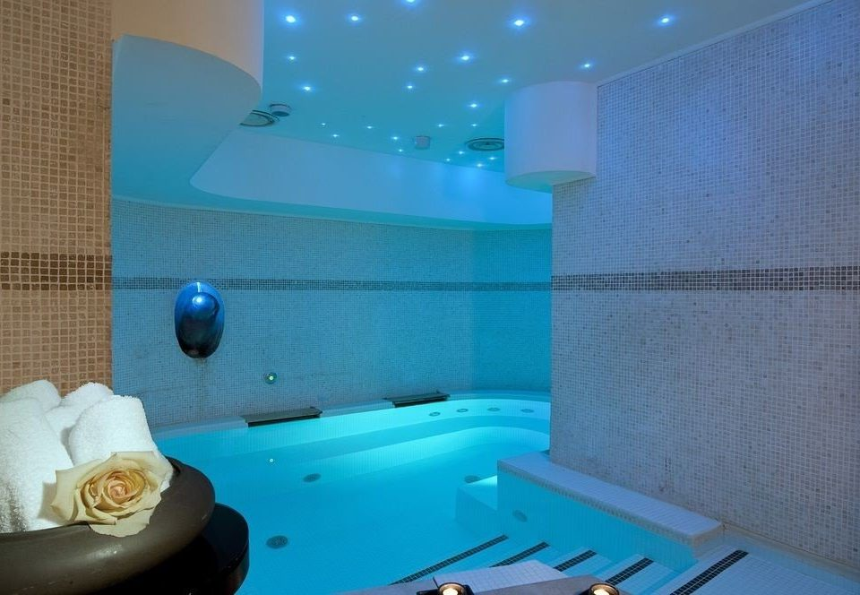 swimming pool property jacuzzi bathtub