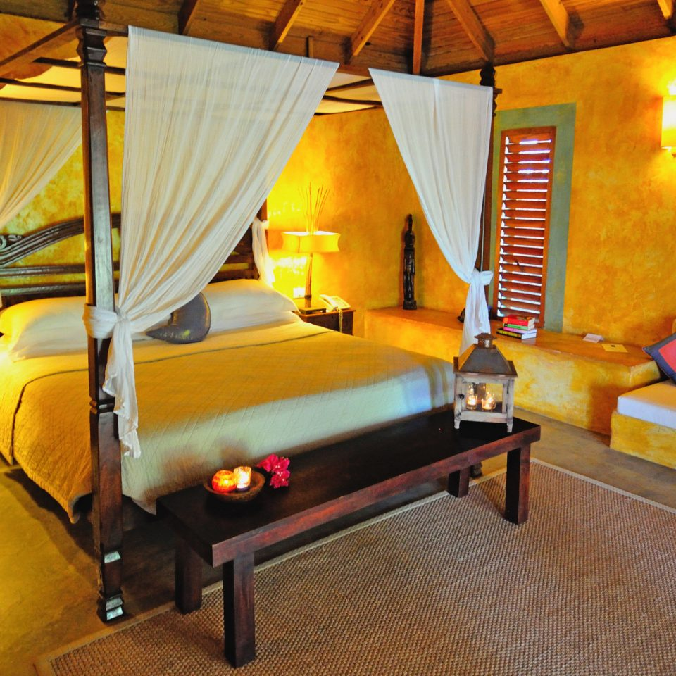 Beach Beachfront Bedroom Eco Island Romantic Waterfront property cottage Resort Suite Villa recreation room