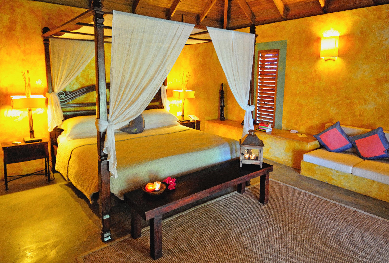 Beach Beachfront Bedroom Eco Island Romantic Waterfront property cottage Resort Suite Villa recreation room