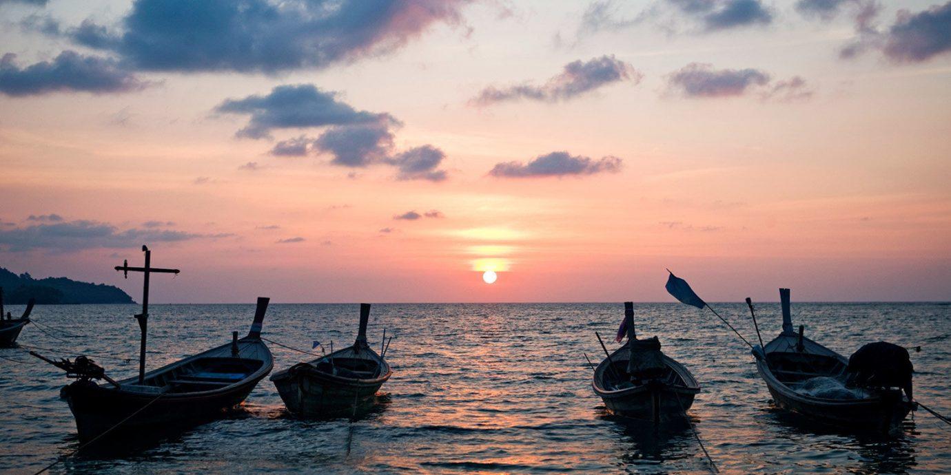 Beach Beachfront Luxury Ocean Scenic views Sunset sky water Boat Sea horizon vehicle sunrise morning evening dusk watercraft dawn Coast boating shore