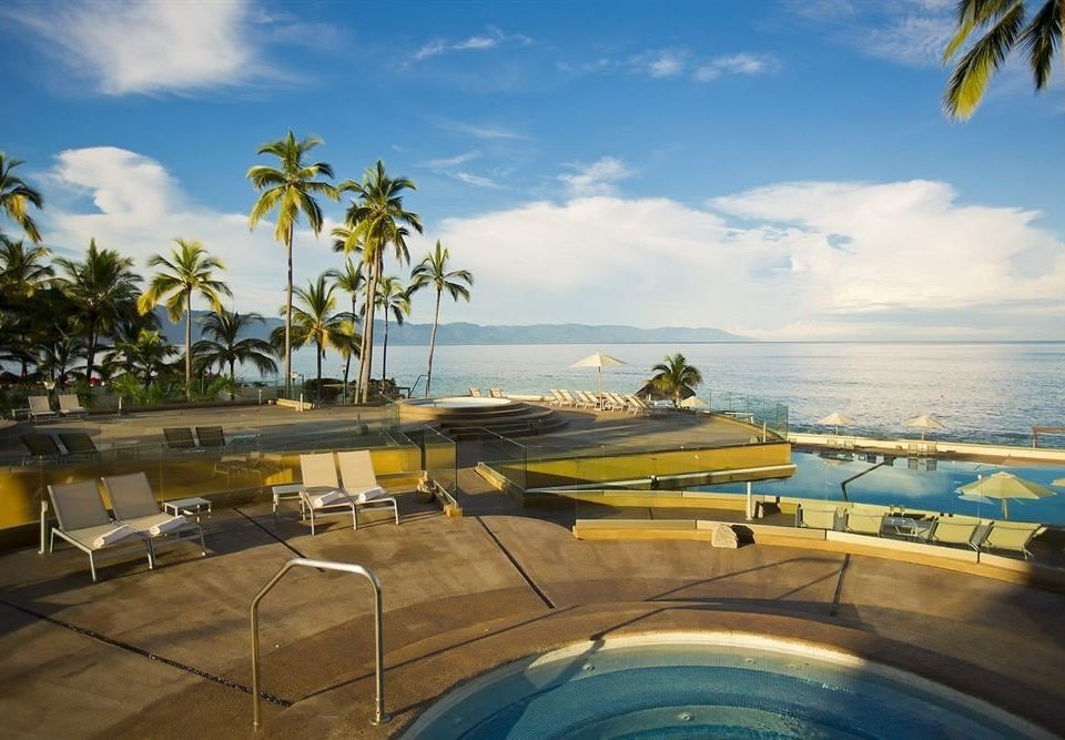 Beachfront Buildings Exterior Hot tub/Jacuzzi Lounge Pool Tropical sky Sea Ocean caribbean Beach Resort Coast arecales vehicle tropics swimming pool lined