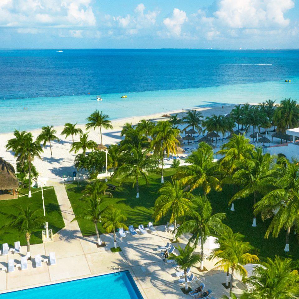 Beach Beachfront Grounds Island Pool water leisure Resort caribbean Sea Ocean Coast blue plant Nature Deck marina tropics shore cape Lagoon reef