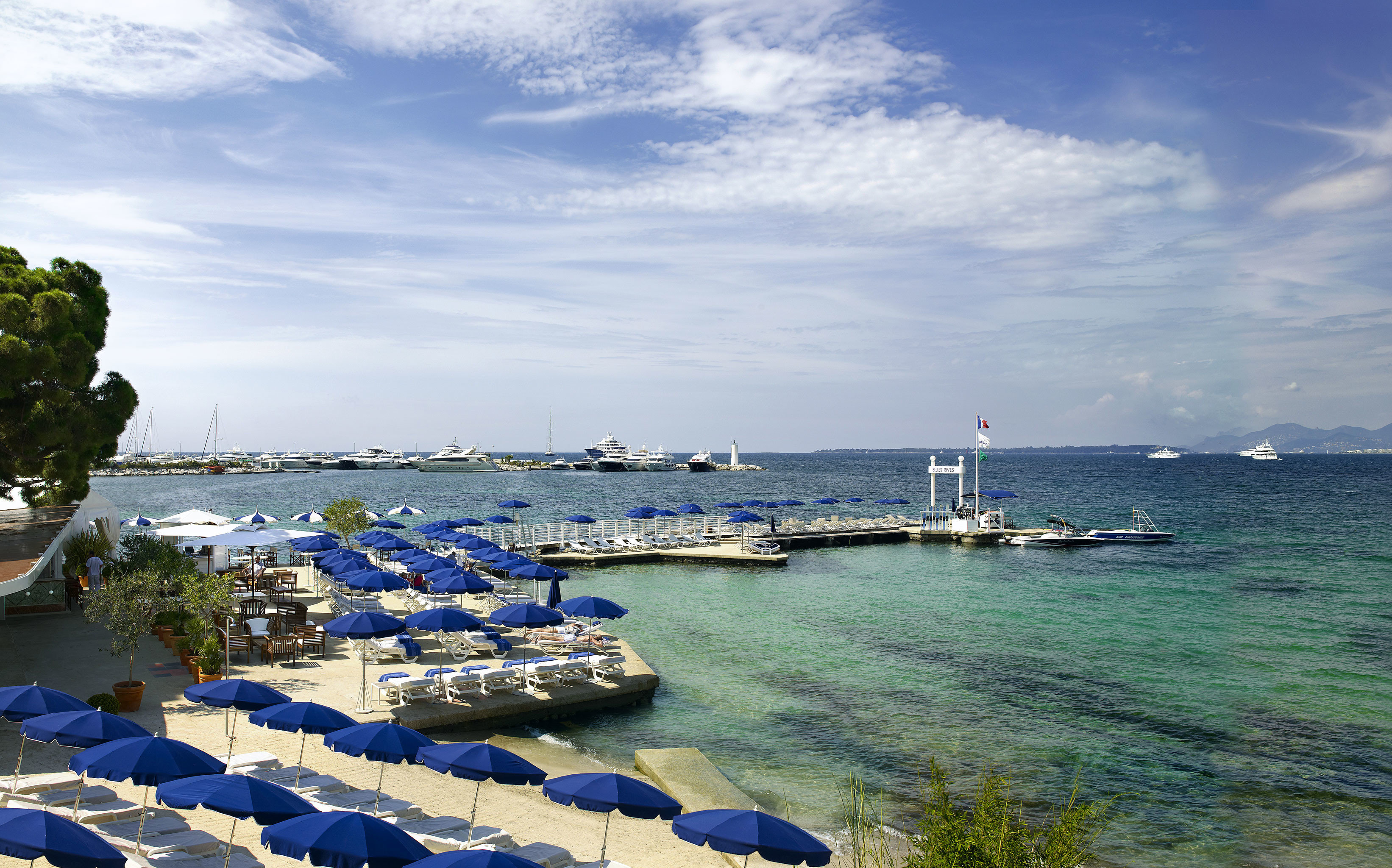 Beach Beachfront Play Scenic views sky water Sea marina vehicle Ocean Coast shore dock Harbor Resort day