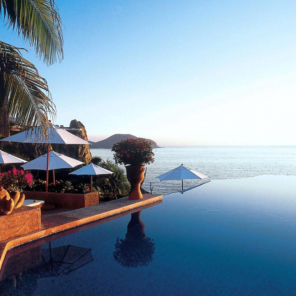 Beachfront Lounge Pool sky Beach Sea Ocean Resort Nature Coast Island shore lined day