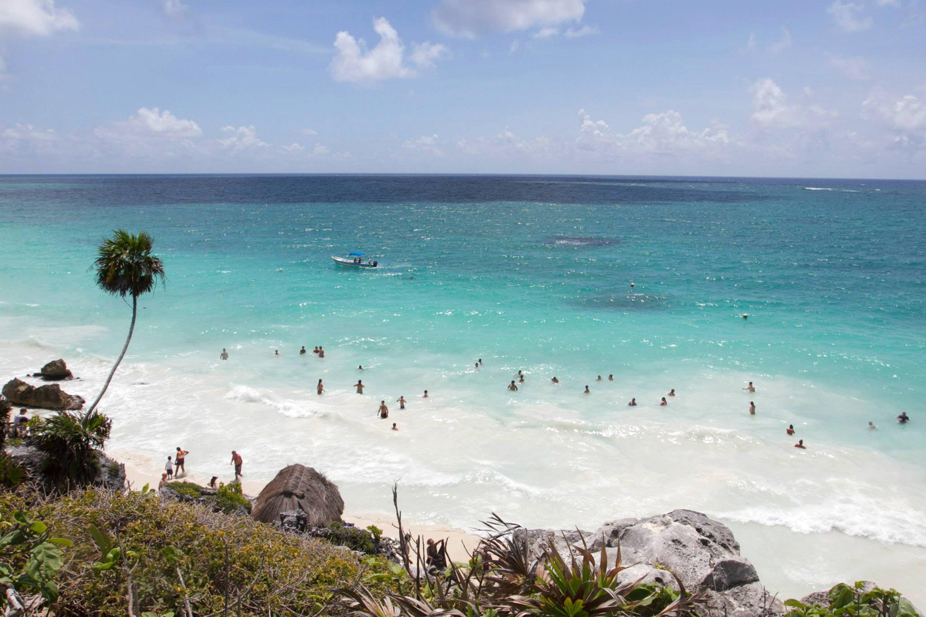 Beach Beachfront Lounge Luxury Ocean water sky Nature shore Sea Coast horizon wind wave wave caribbean cape tropics cove islet sand terrain day