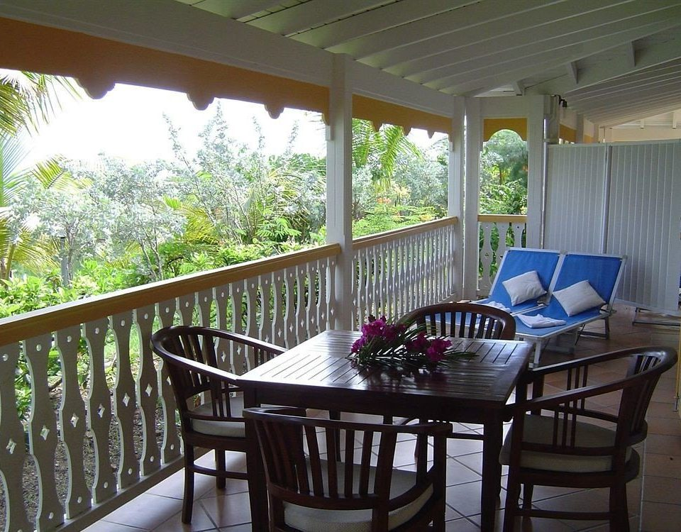 Beach Beachfront Lounge Luxury chair porch property Dining Resort cottage Villa home backyard outdoor structure condominium farmhouse Deck dining table