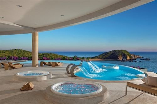 Beachfront Hot tub/Jacuzzi Modern Ocean Pool Resort Scenic views Waterfront sky water swimming pool property leisure caribbean Beach Villa condominium Lagoon jacuzzi blue Deck Island shore