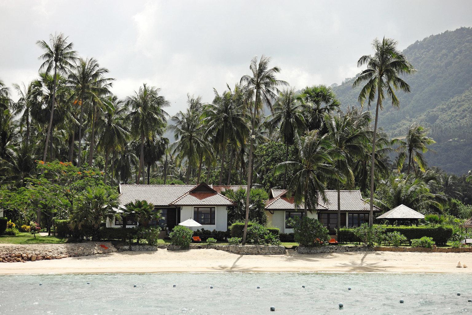 Beach Beachfront Exterior Ocean tree ground Resort arecales tropics caribbean Village plant Sea palm family Island palm