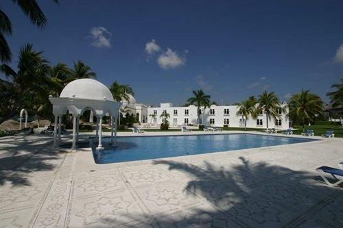 Beachfront Exterior Luxury Modern Pool Tropical sky ground Beach swimming pool property leisure Resort building Villa palm mansion plaza palace hacienda shore sandy