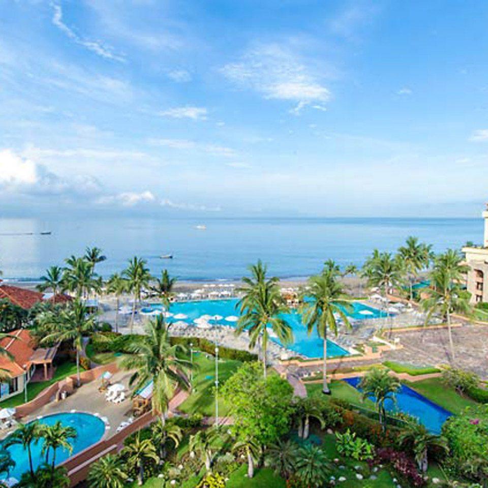 Beachfront Grounds Lounge Modern Ocean Pool Tropical sky Resort leisure property caribbean Beach Sea resort town Water park swimming pool Lagoon tropics colorful