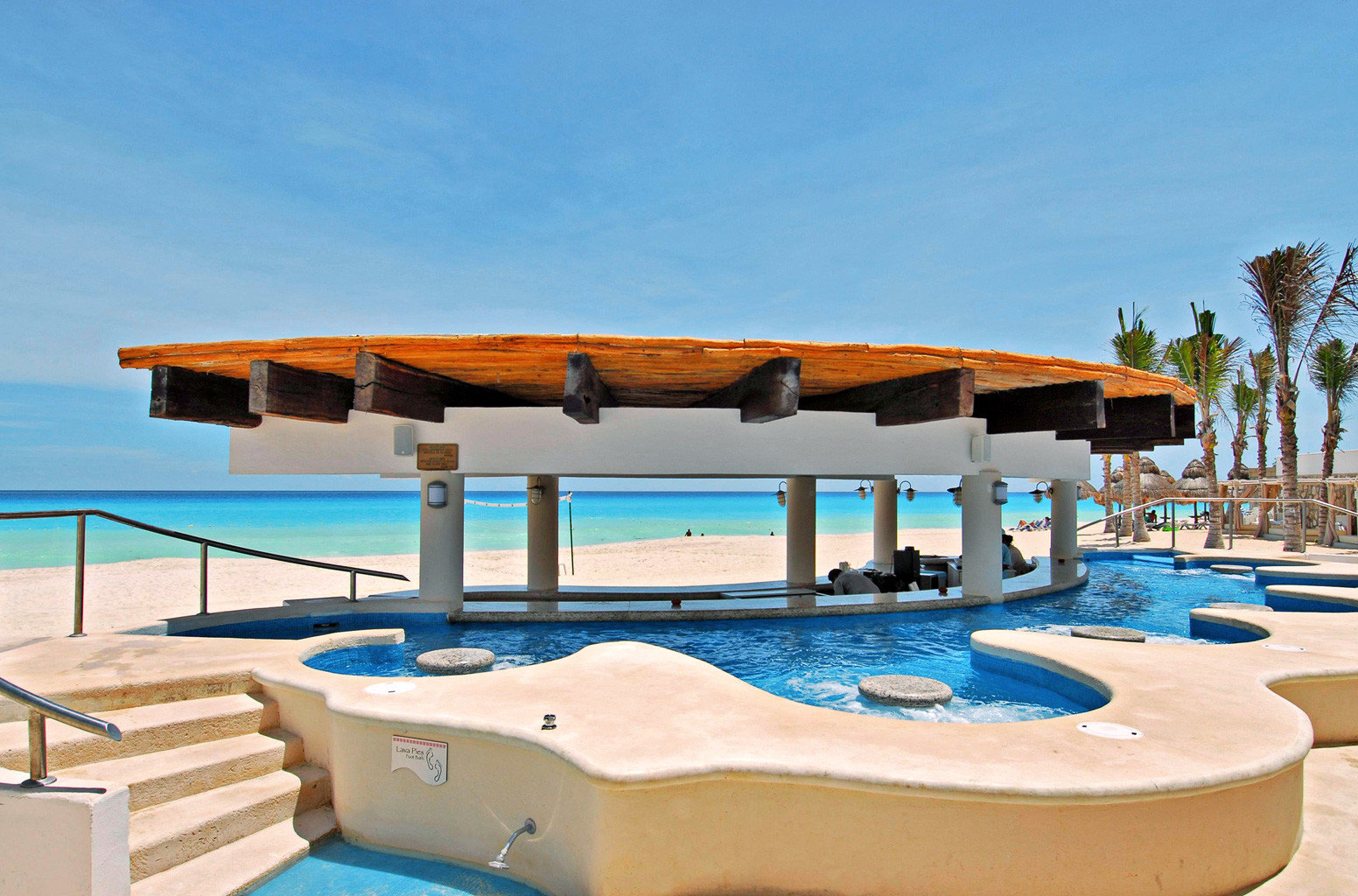 Beach Beachfront Hot tub/Jacuzzi Luxury sky chair swimming pool leisure property Resort Villa lawn Pool lined shore swimming