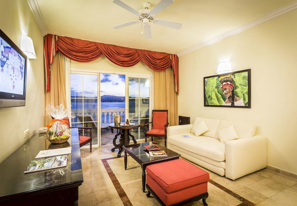 Beach Bedroom Budget Family Resort Sea property living room home Suite condominium cottage flat