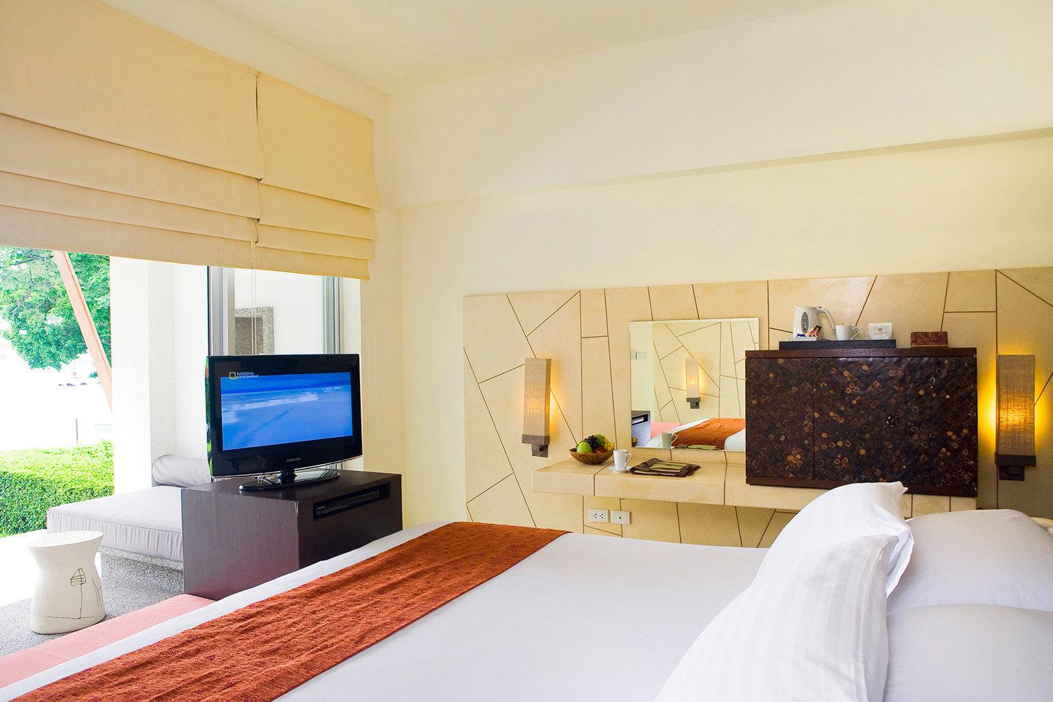 Beach Bedroom Family Modern Resort property living room Suite Villa home cottage condominium