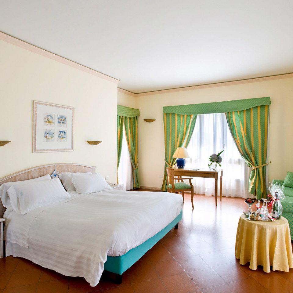Beach Family Outdoor Activities Resort Bedroom green property Suite cottage home Villa lamp