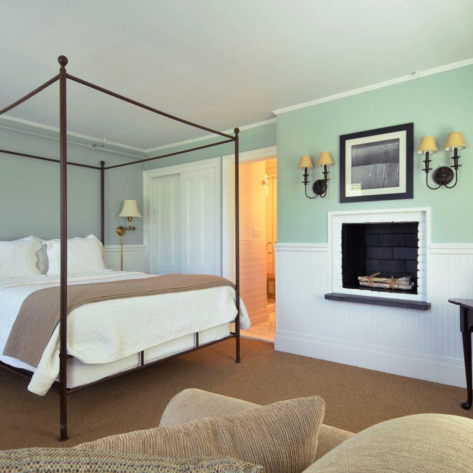 Beach South Fork The Hamptons property Bedroom Suite home cottage living room Villa condominium lamp