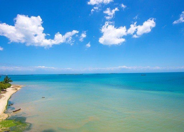 water sky Nature Boat horizon Sea shore Beach blue Ocean Coast caribbean cloud Lagoon islet cape wind wave sunlight Island swimming day