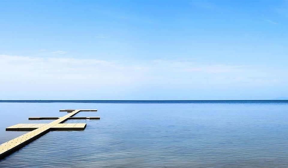 water sky Sea shore horizon Ocean vehicle Coast Lake Boat dock Beach dusk boating distance