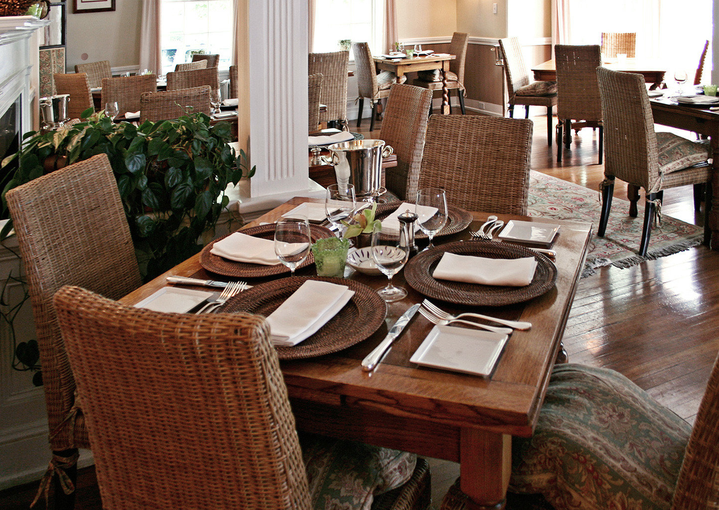Beach Boutique Dining Eat Inn Romance Romantic chair property restaurant living room home Lobby cottage dining table