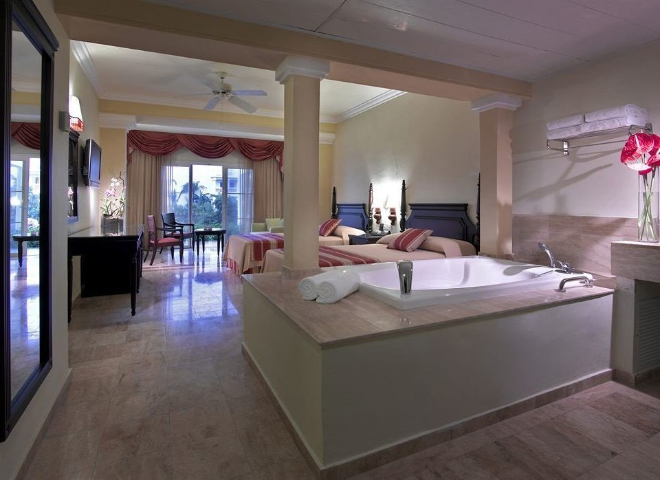 Beach Budget Family Hot tub/Jacuzzi Resort Sea property building living room home Suite mansion Villa