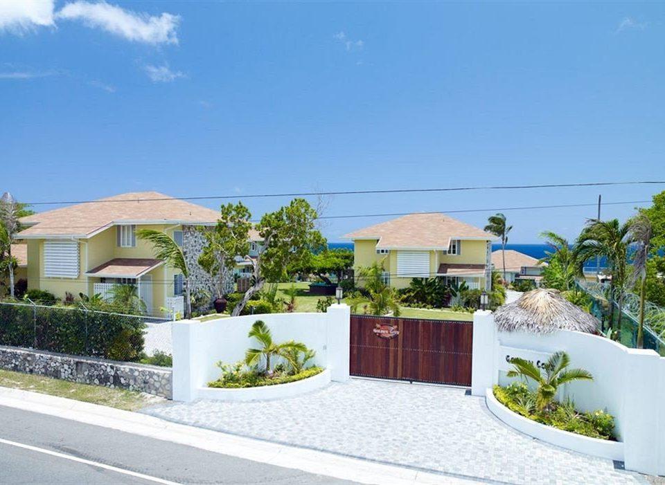 Beach Budget Grounds Sea sky property home residential area house Villa Resort condominium cottage