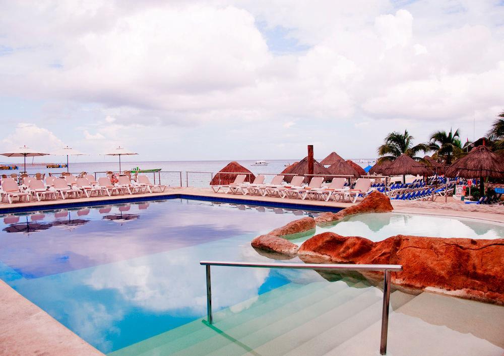 Budget Lounge Modern Pool Tropical Waterfront sky leisure swimming pool Resort Sea caribbean Beach amusement park palace Water park