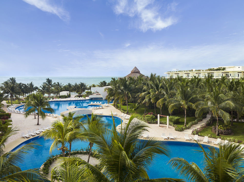 Exterior Lounge Luxury Modern Pool sky tree plant Resort Beach caribbean swimming pool arecales Sea Ocean Lagoon Water park tropics Coast palm colorful