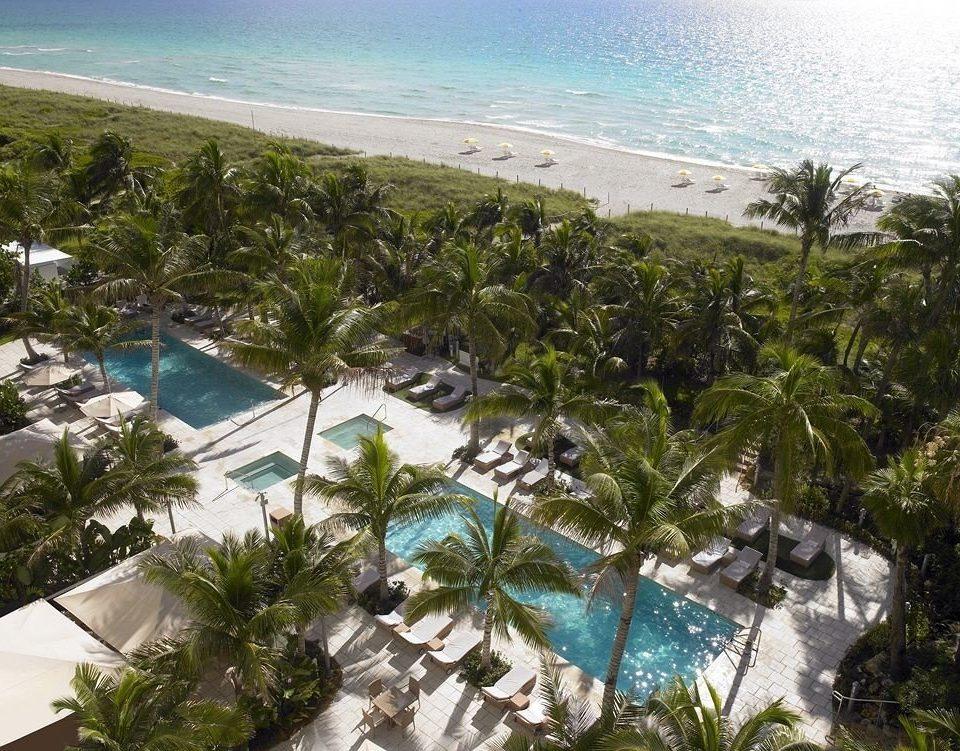 Hot tub/Jacuzzi Lounge Luxury Modern Pool water caribbean Resort Beach Nature Sea tropics Ocean Coast arecales Lagoon overlooking Jungle cove plant shore
