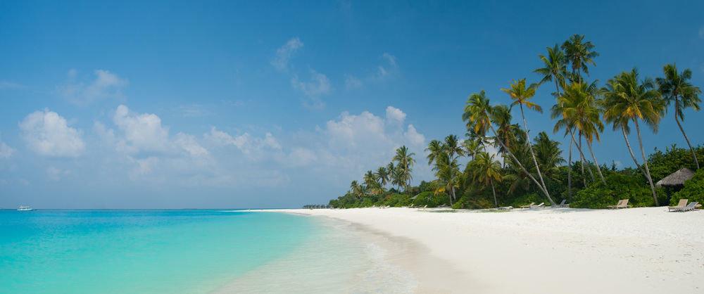 sky water Beach Nature Sea shore Ocean caribbean horizon Coast cloud tropics arecales Island sand Lagoon wind wave blue wave cape swimming sandy