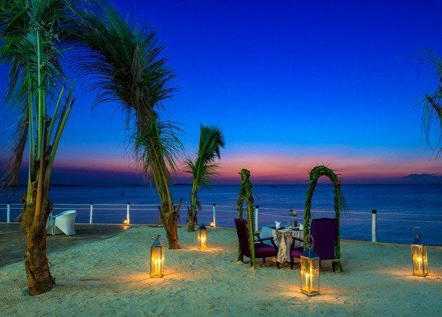 water sky Beach Ocean Sea palm horizon caribbean arecales evening Lagoon Resort dusk Coast tropics Sunset plant tree shore sandy